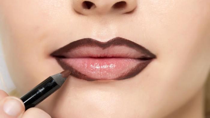 Визажисты объясняют, как сделать губы объёмнее с помощью модного контуринга на примере Мэрилин Монро
