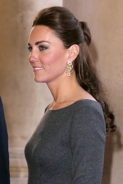 Кейт Миддлтон выбирает причёски, как истинная Леди и Принцесса.