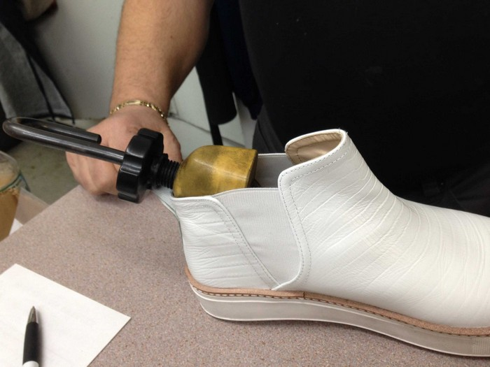 Профессиональные растяжки для обуви.