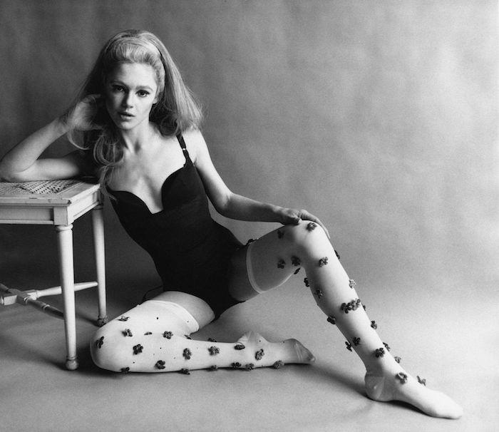 А так Мэй выглядела в 60-ых на заре своей модельной карьеры.