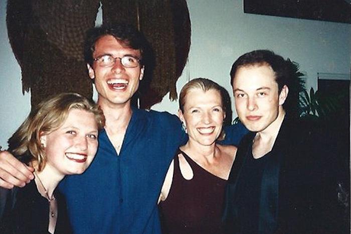 В конце 80-ых всё семейство Масков перебирается в Канаду.