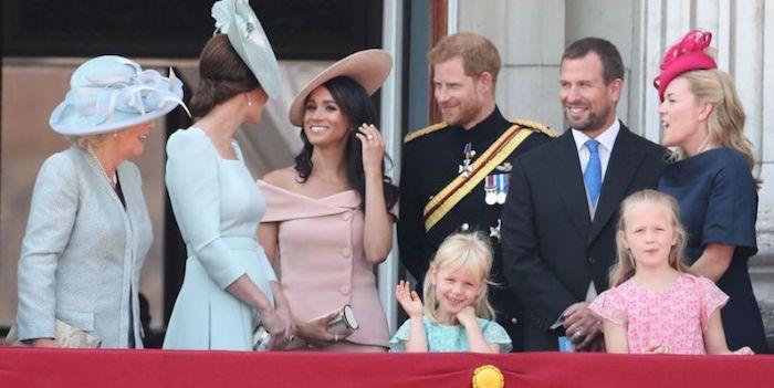 Яркие наряды позволены только Королеве.