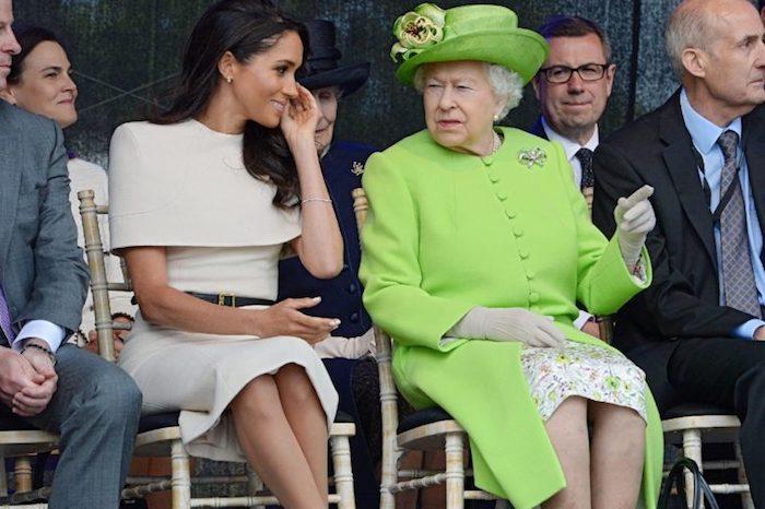 Эти джинсы Королева явно не одобрила…