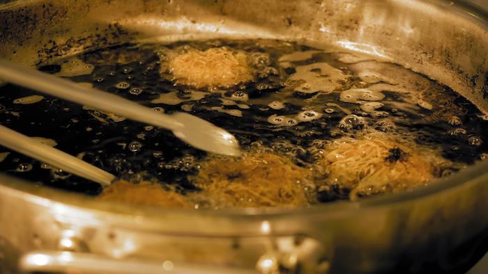 При повторном нагревании масло становится ядом.