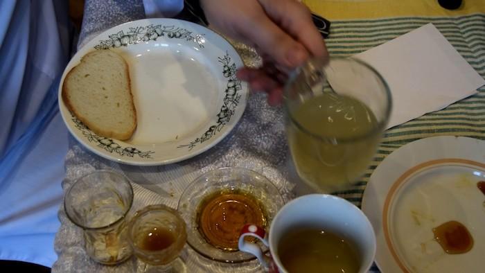 Больше лайфхаков по проверке качества мёда.