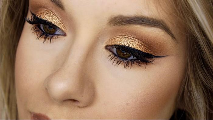 «Металлический» макияж навевает мысли о праздниках.