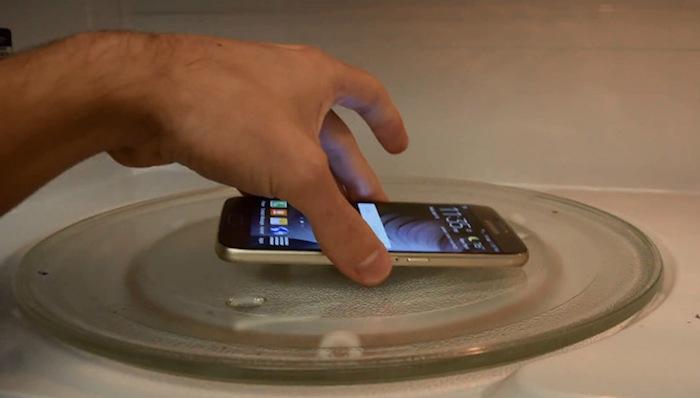 Тестируем микроволновку с помощью телефона.