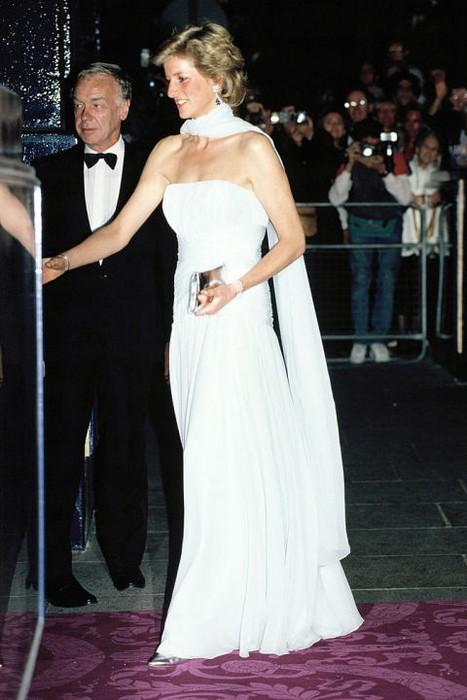 Neste vestido famosa Lady Dee apareceu em público três vezes
