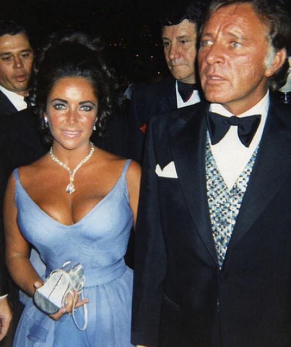 Лиз Тейлор: фиалковое платье под цвет «фиалковых» глаз