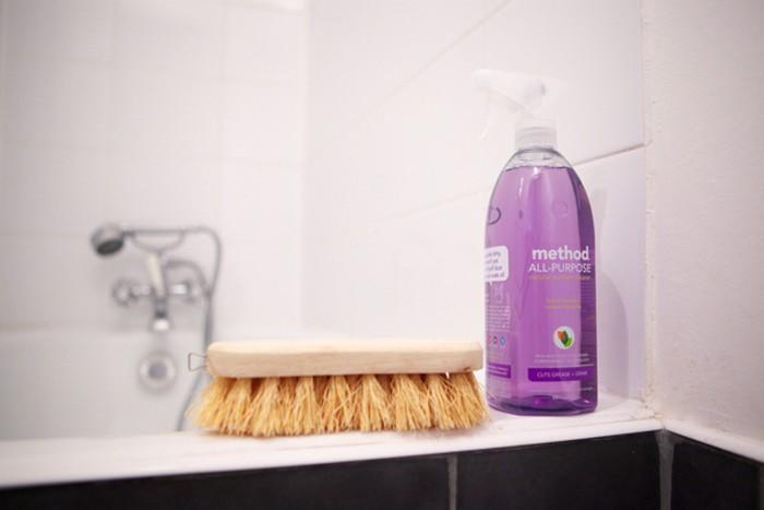 Первое дело - вымыть санузел в новой квартире.