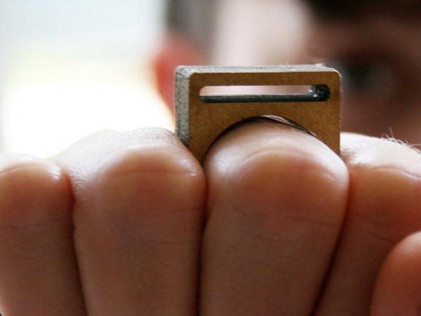 Дизайнерские кольца практически из мусора