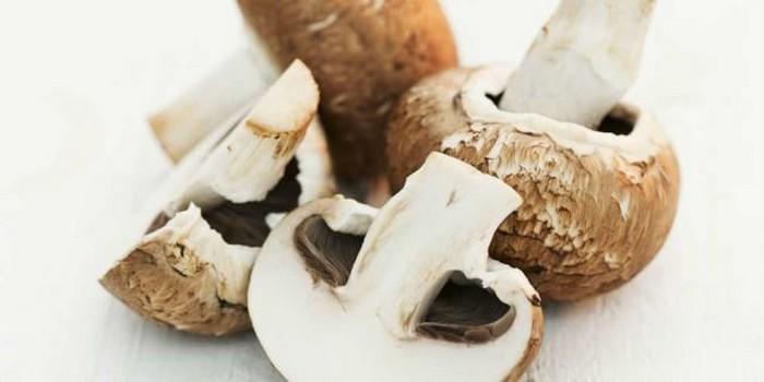 Нельзя разогревать в микроволновке: грибы.
