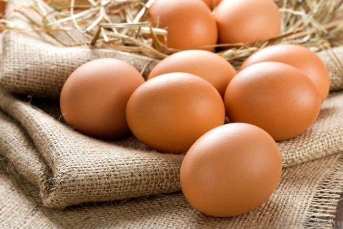 Нельзя разогревать в микроволновке: яйца