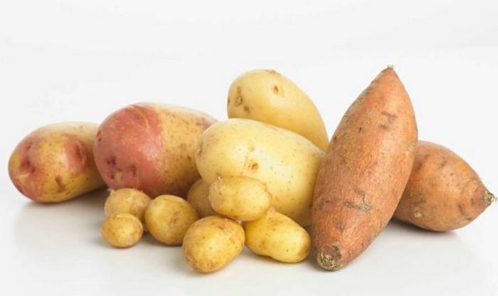 Нельзя разогревать в микроволновке: картофель.