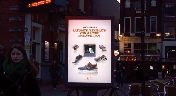 Наружная реклама-голограмма кроссовок Nike