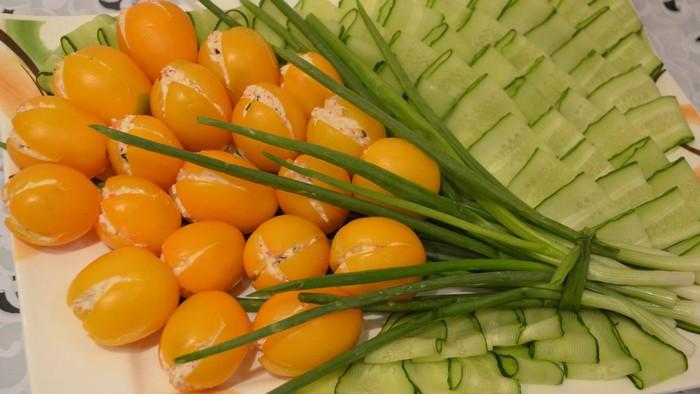 Салат «Жёлтые тюльпаны».