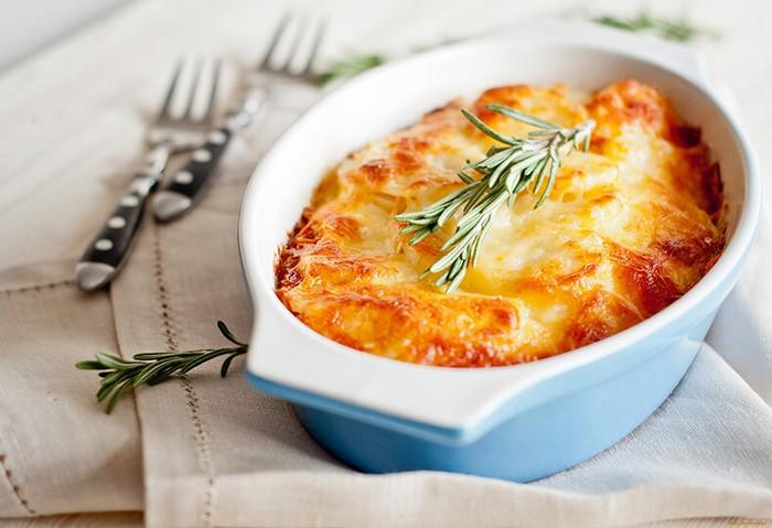 Картофель и сыр – беспроигрышное сочетание, особенно в компании с алкоголем.