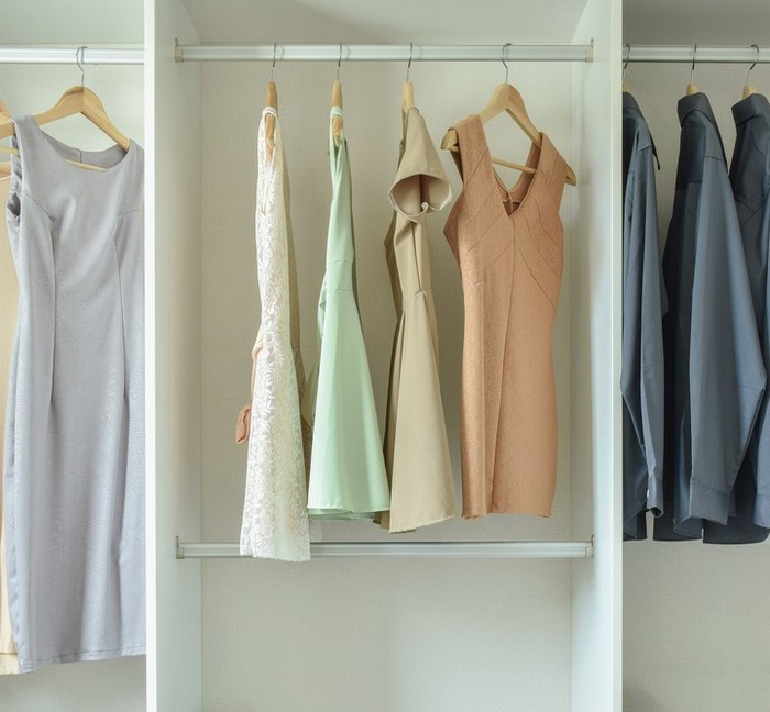 Платье-футляр – баланс женственности и строгости