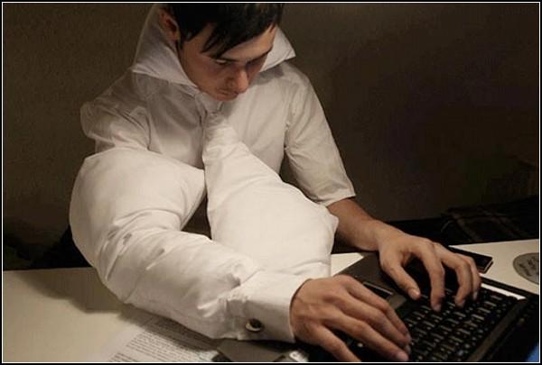 Обзор креативной одежды и аксессуаров в офисном стиле: незаметная офисная подушка