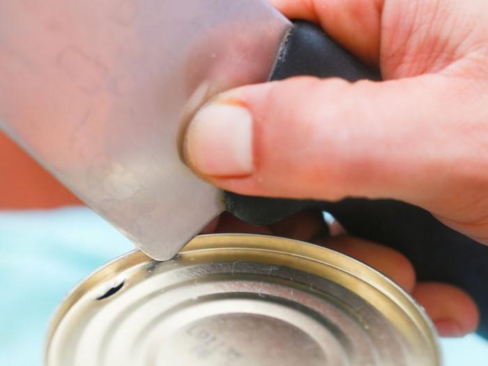 4 способа, как открыть консервы без открывалки