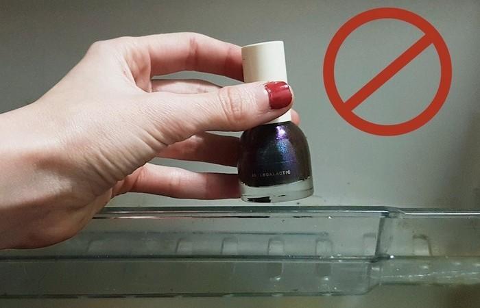 Как открыть «заевший» флакон лака для ногтей.