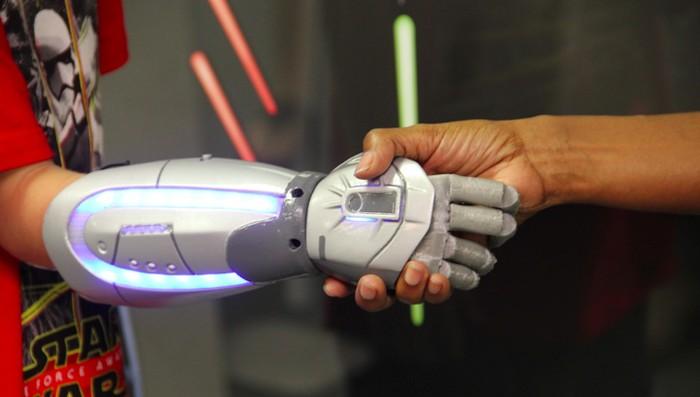 Дизайн «руки Джедая» разработали совместно с 12-летним ребёнком