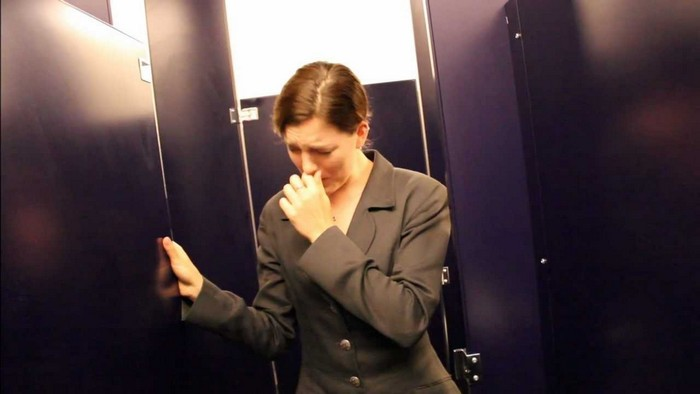 Плохой запах в ванной и туалете – «заслуга» плохой вентиляции.