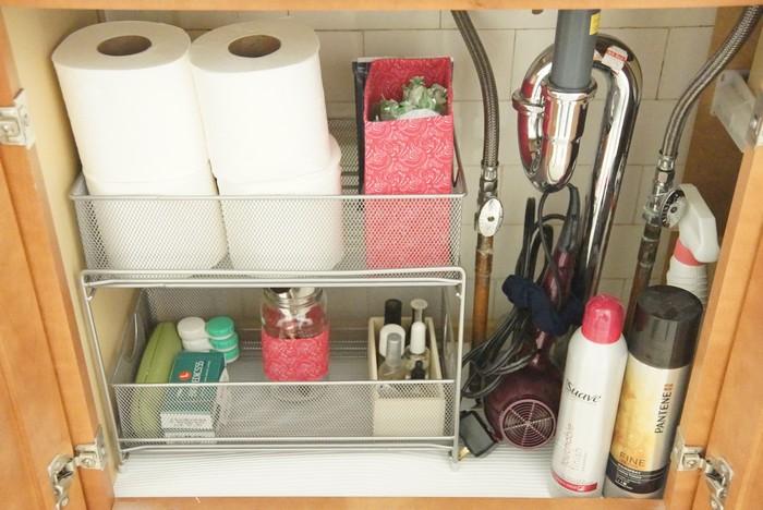 Качественно организовать хранение можно даже в самой маленькой ванной.