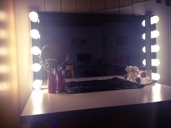 Зеркало с подсветкой – всегда хорошая идея.