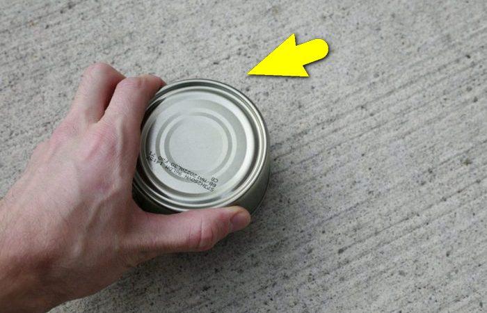 Как открыть консервную банку, если под рукой нет ничего.