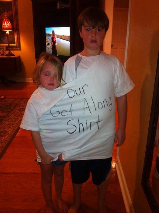 Надпись: «Наша футболка примирения».
