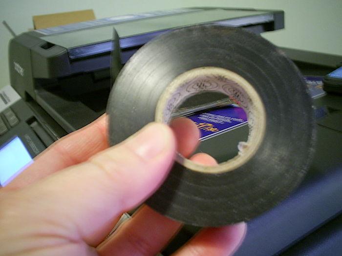 Изолента заставит принтер отдать последние чернила.