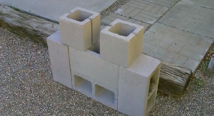 Не нужен даже никакой цемент или клей.