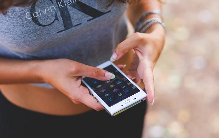 Не забывайте закрывать каждое приложение после использования, не оставляйте их в фоновом режиме.