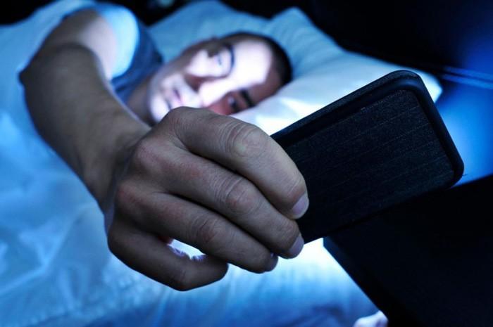 Кладите телефон на тумбочку, а не под подушку.