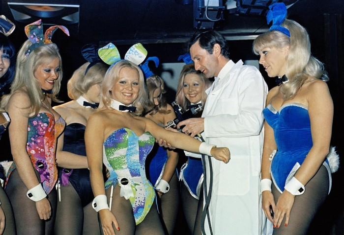 Эволюция девушек журнала Playboy: корсеты и макияж становятся ярче