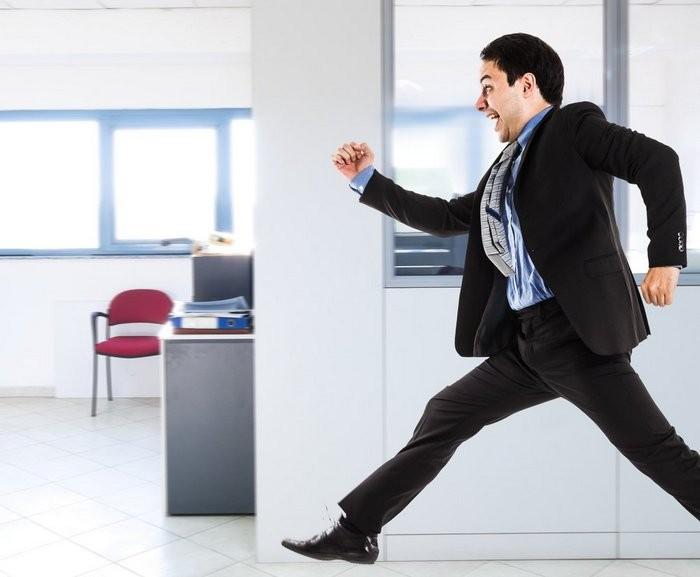 Быстро ходить можно даже по офису. Но на свежем воздухе как-то приятнее.