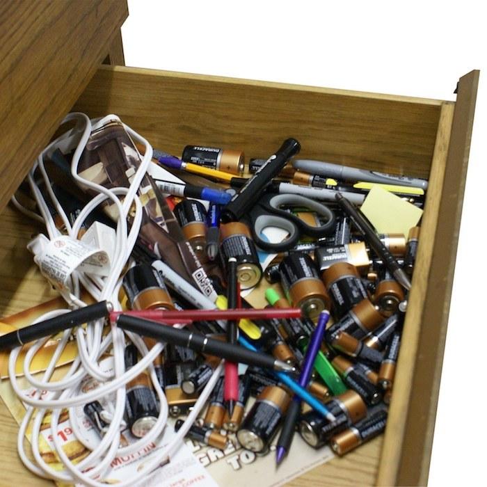 Вещи в доме, которые могут стать причиной пожара: батарейки.
