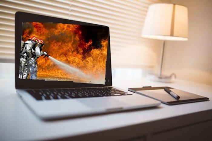 Вещи в доме, которые могут стать причиной пожара: ноутбук.
