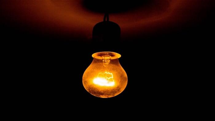 Вещи в доме, которые могут стать причиной пожара: лампочки.