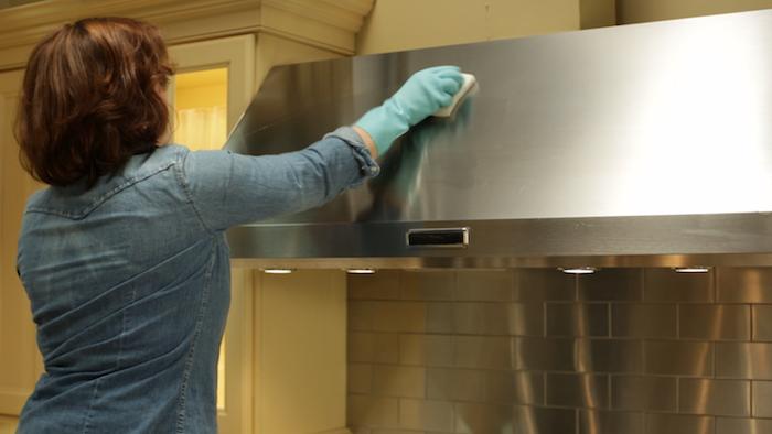 Вещи в доме, которые могут стать причиной пожара: кухонная вытяжка.