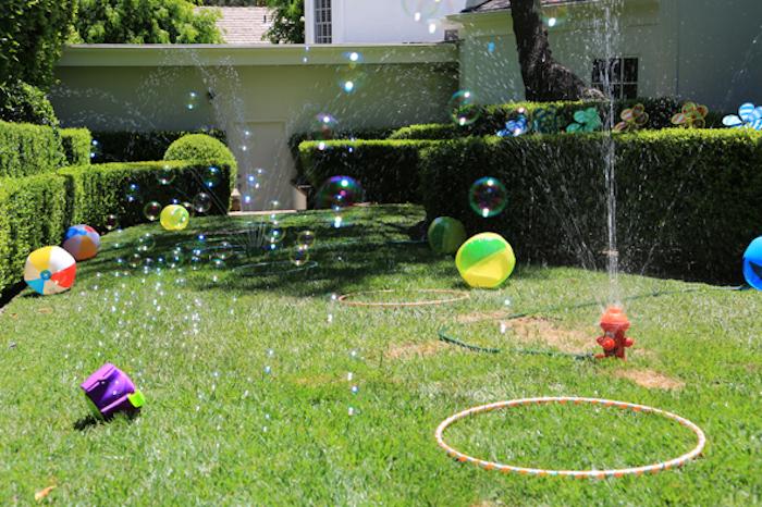 Родители придумали детям прикольное летнее развлечение.