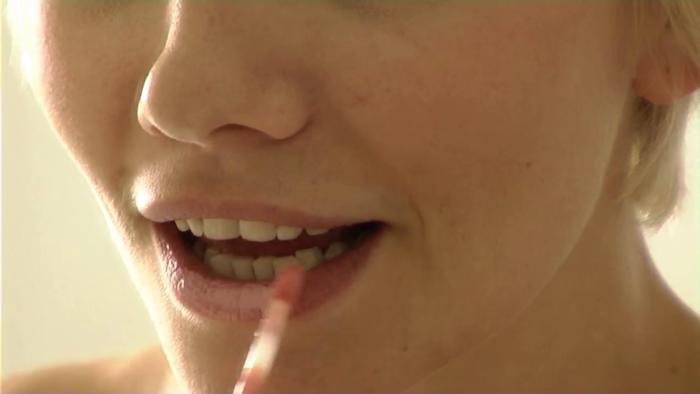 От блесков для губ лучше временно отказаться.