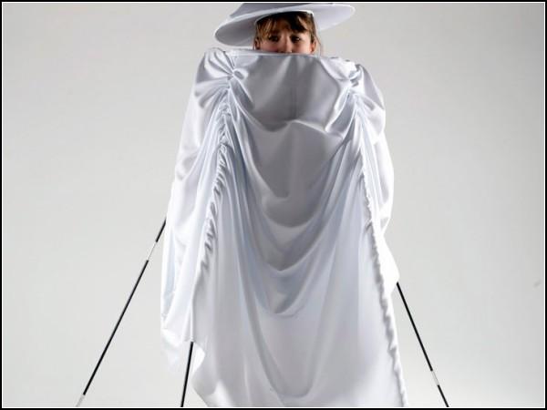 Одноместная палатка в юбке от молодых дизайнеров