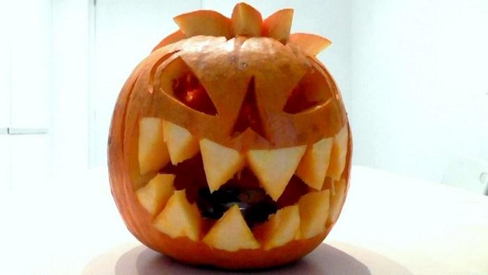 Как просто вырезать зловещую тыкву к Хэллоуину