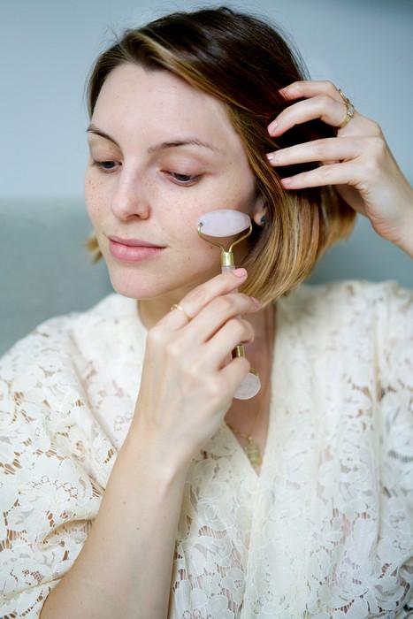 Кварцевый роллер для лица – очень необычный бьюти-гаджет для чувствительных натур