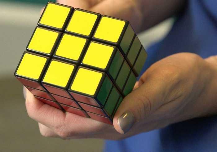 Как собрать кубик Рубика с помощью 2 движений