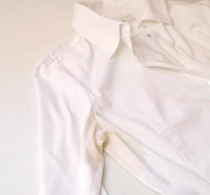 Как убрать желтые пятна на одежде