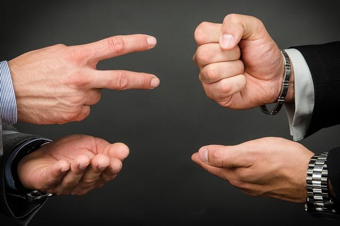 Как всегда побеждать в игре «камень-ножницы-бумага»
