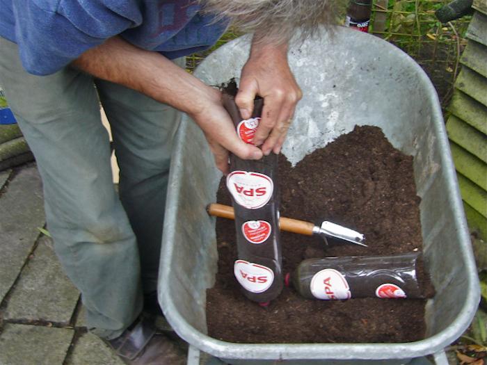 Заполнили почвой.